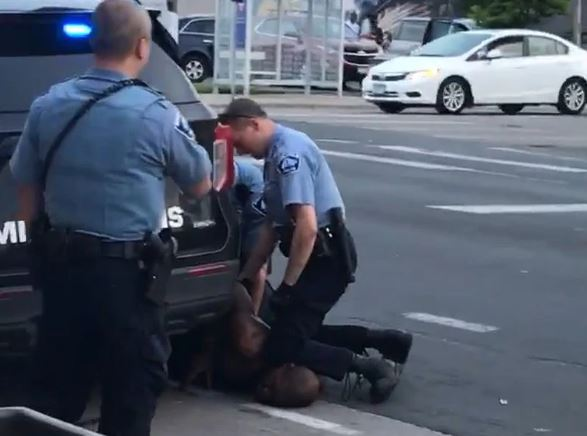 The police officer choked the black man to death with his knee